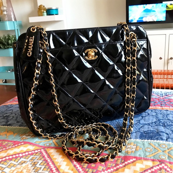 faa1dab7f8 CHANEL Handbags - CHANEL - Classic Vintage Black Patent Leather Bag